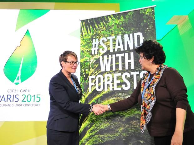 Ministras de Meio Ambiente do Brasil, Izabella Teixeira, e da Noruega, Tine Sundtoft, assinaram termo para a prorrogação do Fundo Amazônia (Foto: Divulgação/ Paulo Araújo)