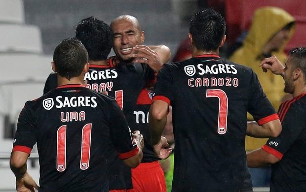 Luisão gol Benfica (Foto: AP)