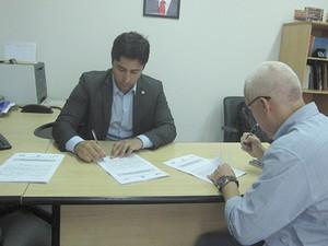 Presidente do Procon-MA Duarte e Júnior e representante da 4Mãos Entretenimento (Foto: Procon)