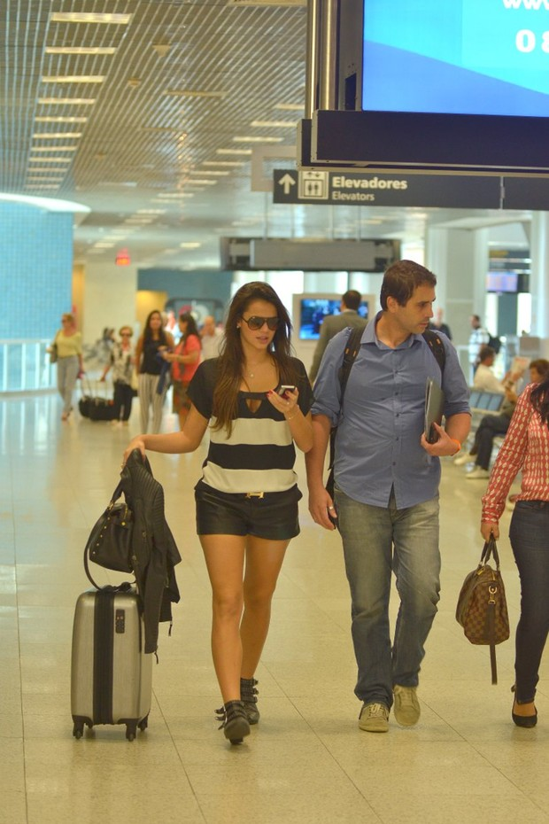 Bruna no aeroporto (Foto: William Oda/Fotorio News)