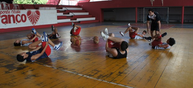 Treino da seleção paraibana de basquete sub-15 (Foto: Lucas Barros/ globoesporte.com)