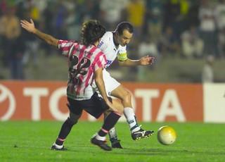 Goiás x Estudiantes pela Libertadores de 2006 (Foto: O Popular)