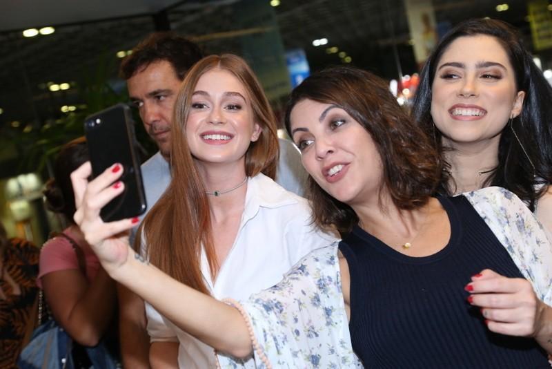 Marina Ruy Barbosa com as escritoras Talitha Rebouças e Olivia Torres (Foto: AG News)