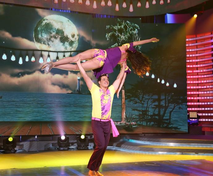 Dupla abriu apresentação com coreografia ousada (Foto: Carol Caminha/Gshow)