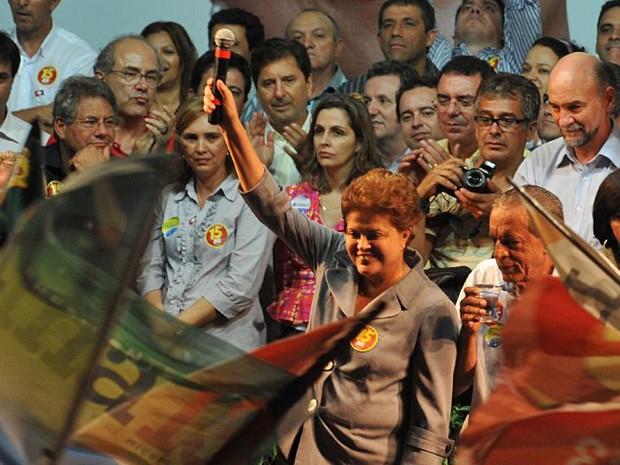 Dilma Rousseff em comício em Goiânia durante a campanha em 2010 (Foto: Valter Campanato/ABr)