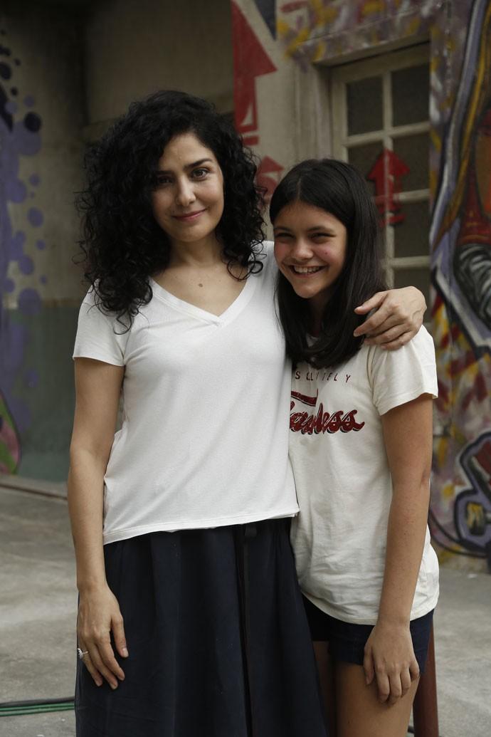 Letícia Sabatella é só elogios a Joana Cardoso, sua filha em 'Malhação' (Foto: Raphael Dias/Gshow)