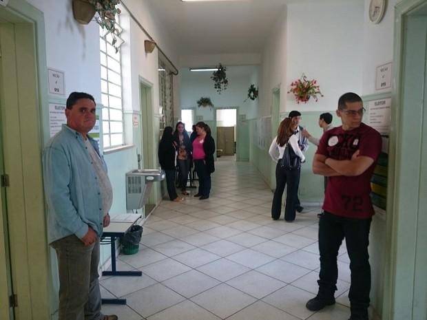 Escola Visconde de Porto Seguro foi um dos locais de votação com seções especiais (Foto: Ana Carolina Levorato / G1)