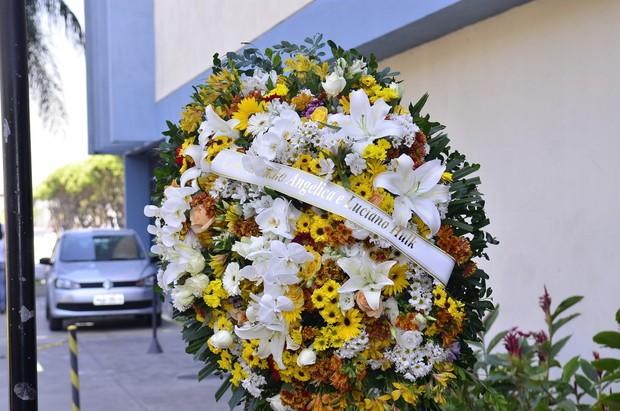 Coroa de flores no velório de Pedro de Almeida (Foto: Roberto Teixeira/EGO)