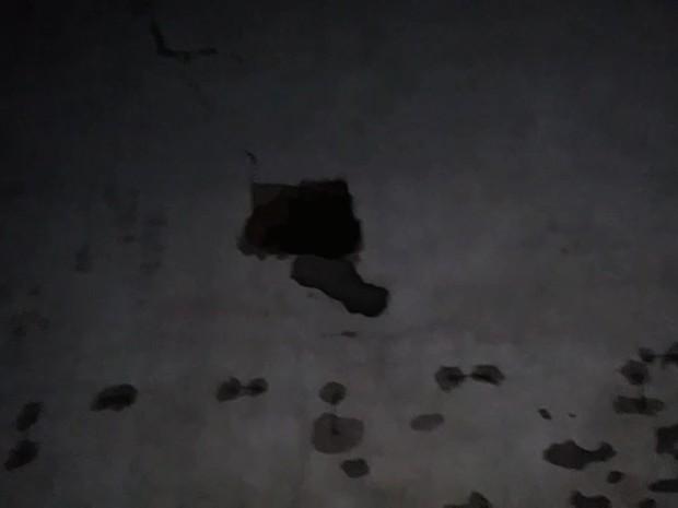 Presos quebraram cadeados e cavaram buraco em parede de pavilhão (Foto: Divulgação/Sinpoljuspi)