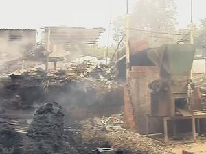 Depósito de recicláveis de Marília pegou fogo (Foto: Reprodução / TV TEM)
