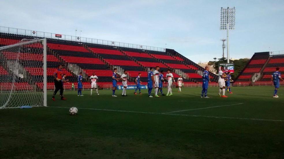 URT arranca empate com Portuguesa-RJ e avança às oitavas de final da Série D (Foto: Mahrdas Gomes)