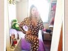 De repouso, Andressa Urach faz selfie com pijama decotado