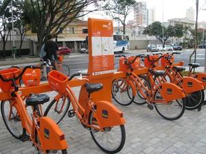 Estação Cinemateca, em São Paulo, já está disponível para o empréstimo de bicicletas (Foto: Nathália Duarte/G1)
