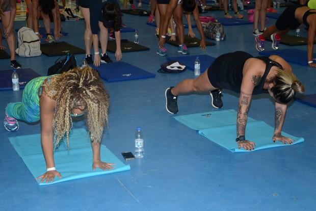 Dani Bolina e Miss Bumbum Erika Canela exibi boa forma em treino fitnes (Foto:  Eduardo Martins/AgNews)