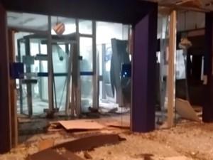 Agêncai bancária explodida em Carmo da Mata (Foto: TV Integração/Reprodução)