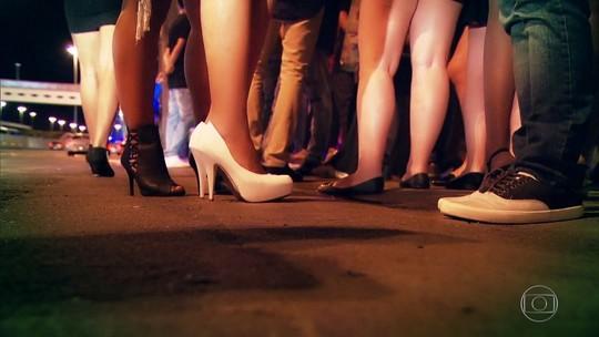 Homem entra na Justiça contra preço menor para mulher em show e balada