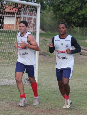 Darley e Fabiano Enxuga Rato (Foto: Renan Morais/GLOBOESPORTE.COM)