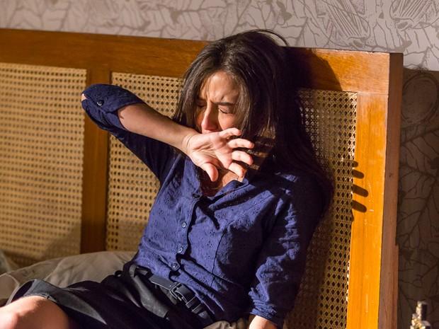 Abuso desperta fúria em vilã (Foto: Artur Meninea/ Gshow)