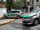 Acidente entre dois táxis deixa uma pessoa ferida em Santos, SP