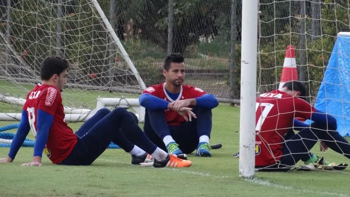 Fábio e Rafael, goleiros do Cruzeiro, após treino na Toca da Raposa II (Foto: Marco Antônio Astoni)