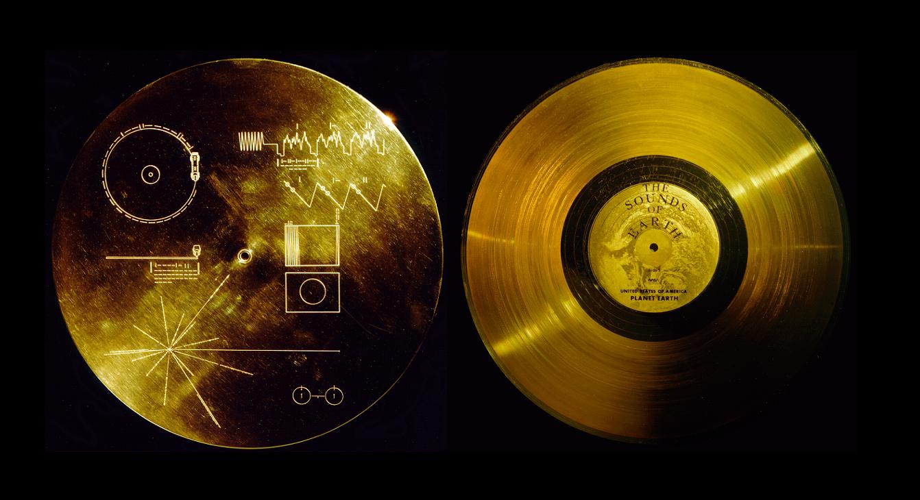 A capa com diversas mensagens e o disco 'Os Sons da Terra' (Foto: Reprodução)