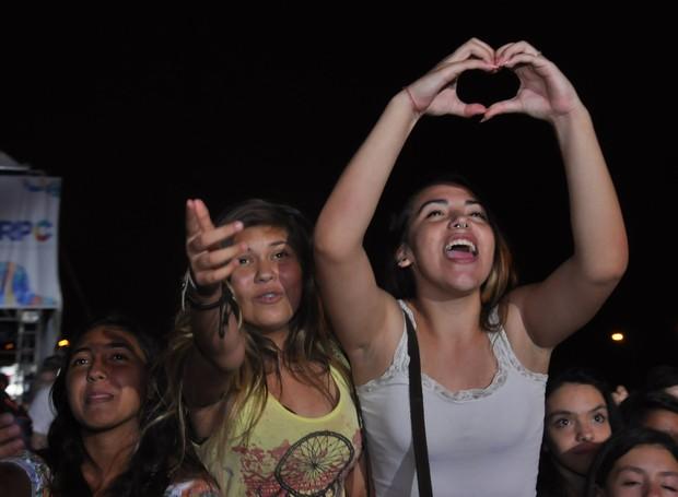 As fãs cantaram e se emocionaram durante todo o show do cantor paranaense (Foto: Roger Santmor/RPC)