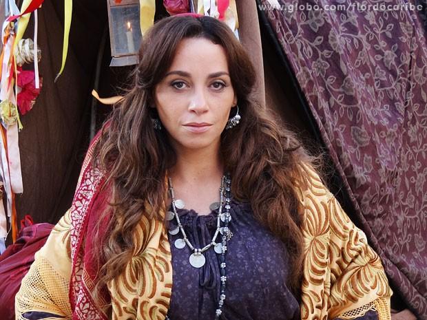 Suzana Pires entra em Flor do Caribe como uma cigana (Foto: Flor do Caribe / TV Globo)