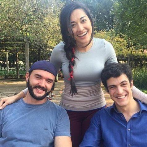 Mateus Solano, Jacqueline Sato e o diretor Rodrigo Bernardo (Foto: Divulgação)