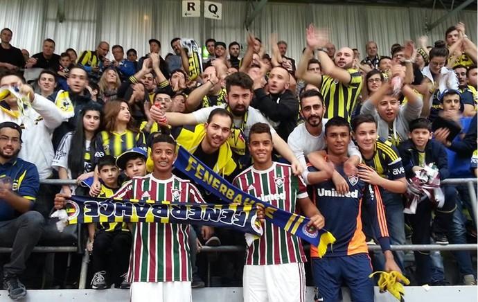 fluminense  Alemanha, recebendo apoio da torcida do Fenerbahçe, da Turquia. (Foto: Reprodução/Twitter)