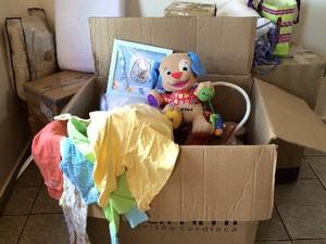 Bebê com 'ossos de vidro' ganha doações como roupas, carrinho e brinquedos, em Goiânia, Goiás (Foto: Paula Resende/ G1)