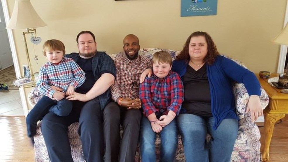 Michael Menafee (centro) conhece toda a família Slade (Foto: Melissa Slade/Arquivo Pessoal)