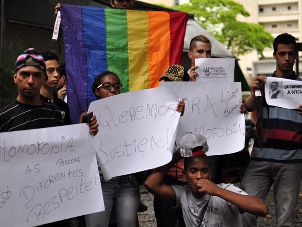 Jovens pedem esclarecimento de morte de jovem gay (Foto: Cris Faga/Fox Press Photo/Estadão Conteúdo)