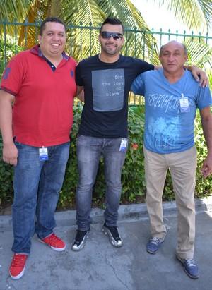 Da esquerda para direita: Wesley Oliveira (agente), Bruno Chagas (BC Sport's) e Carlos Alberto (presidente do Roraima) (Foto: Nailson Wapichana)