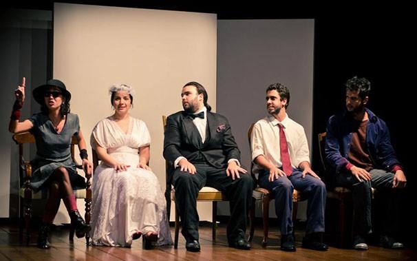 O elenco cooperou com histórias para compor o espetáculo (Foto: Aline Macedo)