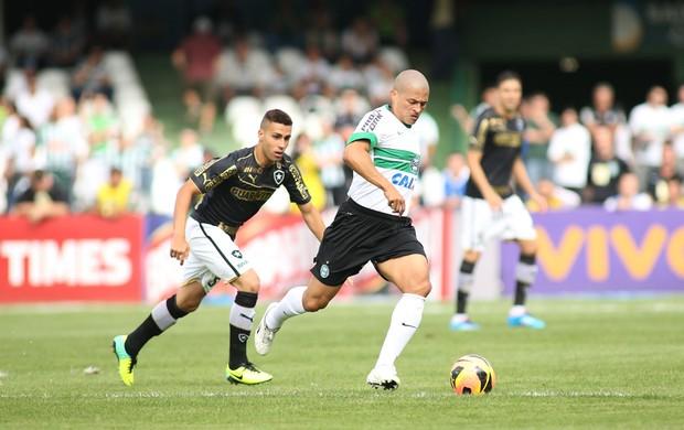Gabriel e Alex Coritiba x Botafogo (Foto: Giulianos Gomes / Ag. Estado)