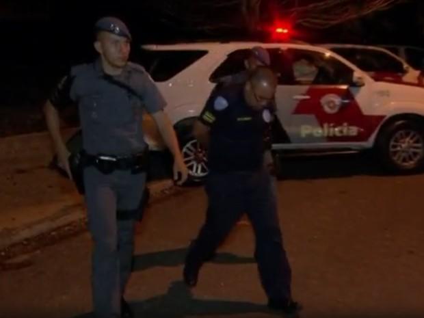 Em outubro, cinco policiais também foram detidos suspeitos de cometer o mesmo crime (Foto: Reprodução/TV TEM)