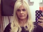 Monique Evans alonga os cabelos após sair de clínica psiquiátrica