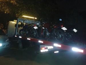 Motos dos participantes da farra do boi em Itapema foram recolhidas (Foto: Polícia Militar/Divulgação)