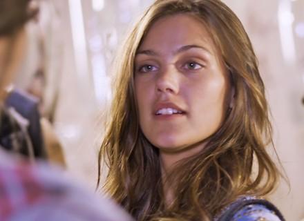 Alina provoca Luan e Luciana