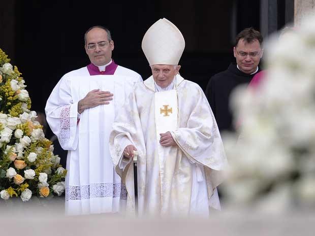 Papa emérito Bento XVI também participou da cerimônia. (Foto: Filippo Monteforte / AFP Photo)