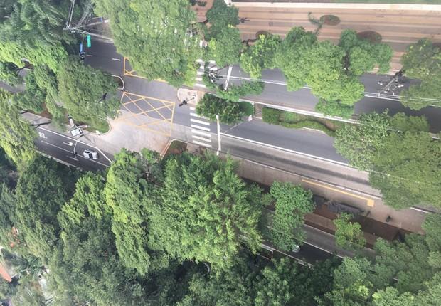 Avenida Nove de Julho próximo à Cidade Jardim, em São Paulo, vazia durante o horário do rush em dia de greve geral (Foto: Edson Caldas/Editora Globo)
