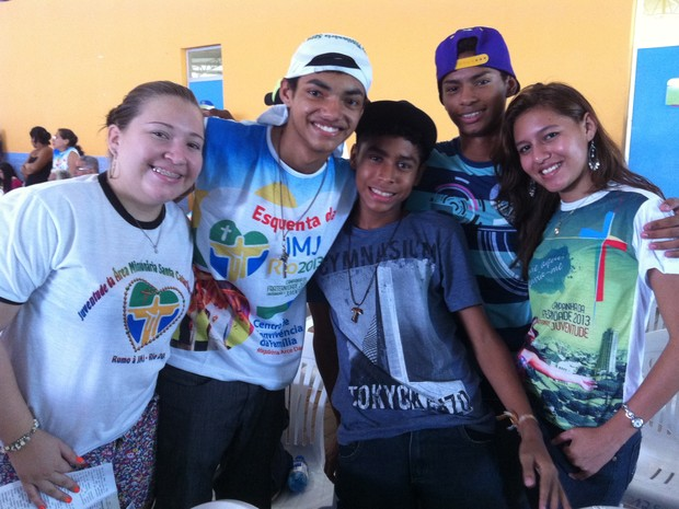 Grupo de jovens do bairro Petrópolis, Zona Centro-Sul de Manaus, se prepara para participar de Jornada (Foto: Camila Henriques/G1 AM)