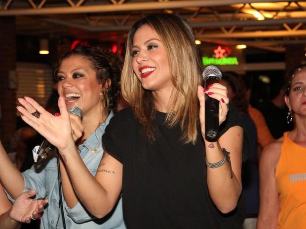 Alinne Rosa em evento no Rio (Foto: Adna Barbosa/ Foto Rio News)