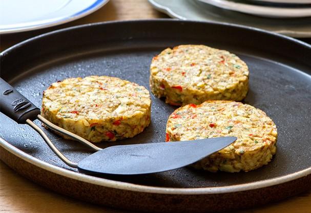 Hambúrguer de palmito tem só 28 calorias e é opção prática para o fim de semana