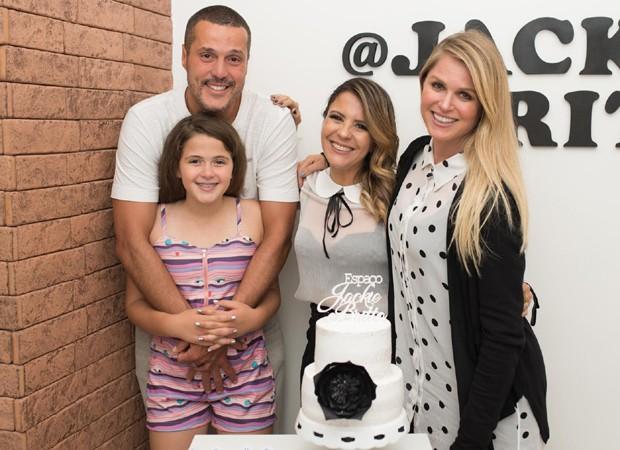 Julio César e Susana Werner levam a filha, Giulia, à inauguração da produtora de moda Jackie Britto (Foto: Mi Garcia)