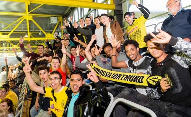 Clube alemão Borussia Dortmund convidou 220 refugiados (Foto: Reprodução/ Twitter Borussia Dortmund)