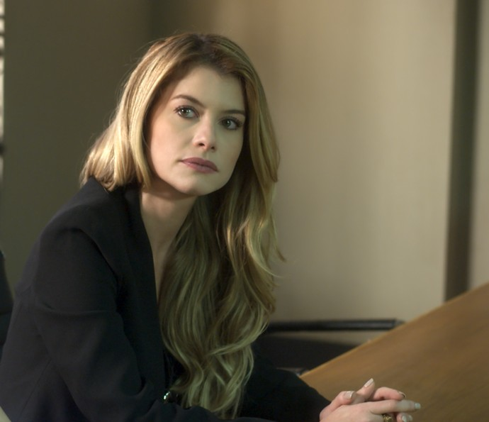 Diana escuta atentamente a ordem da juíza (Foto: TV Globo)