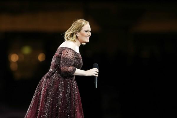 Adele em apresentação em Melbourne, na Austrália (Foto: Getty Images)