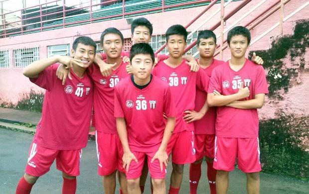 Seleção Sub-16 da China participa das comemorações ao aniversário de Pelé em Três Corações (Foto: Cláudia Martins / EPTV)