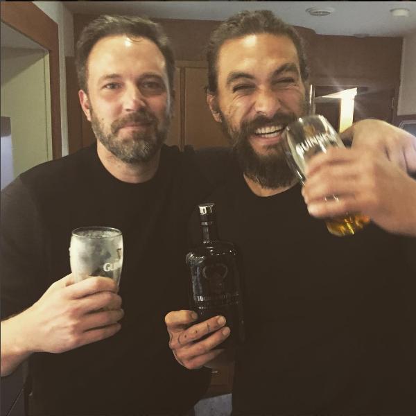 Ben Affleck e Jason Momoa após as filmagens de 'Liga da Justiça' (Foto: Instagram)
